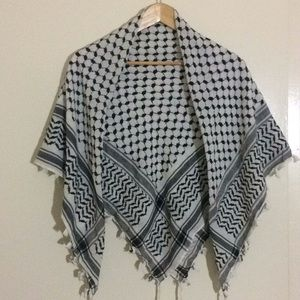 Accessories - 🌾• Thin Gray and White Shemahg Head/Neck Scarf